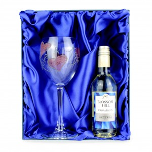 Love & Kisses White Wine Set